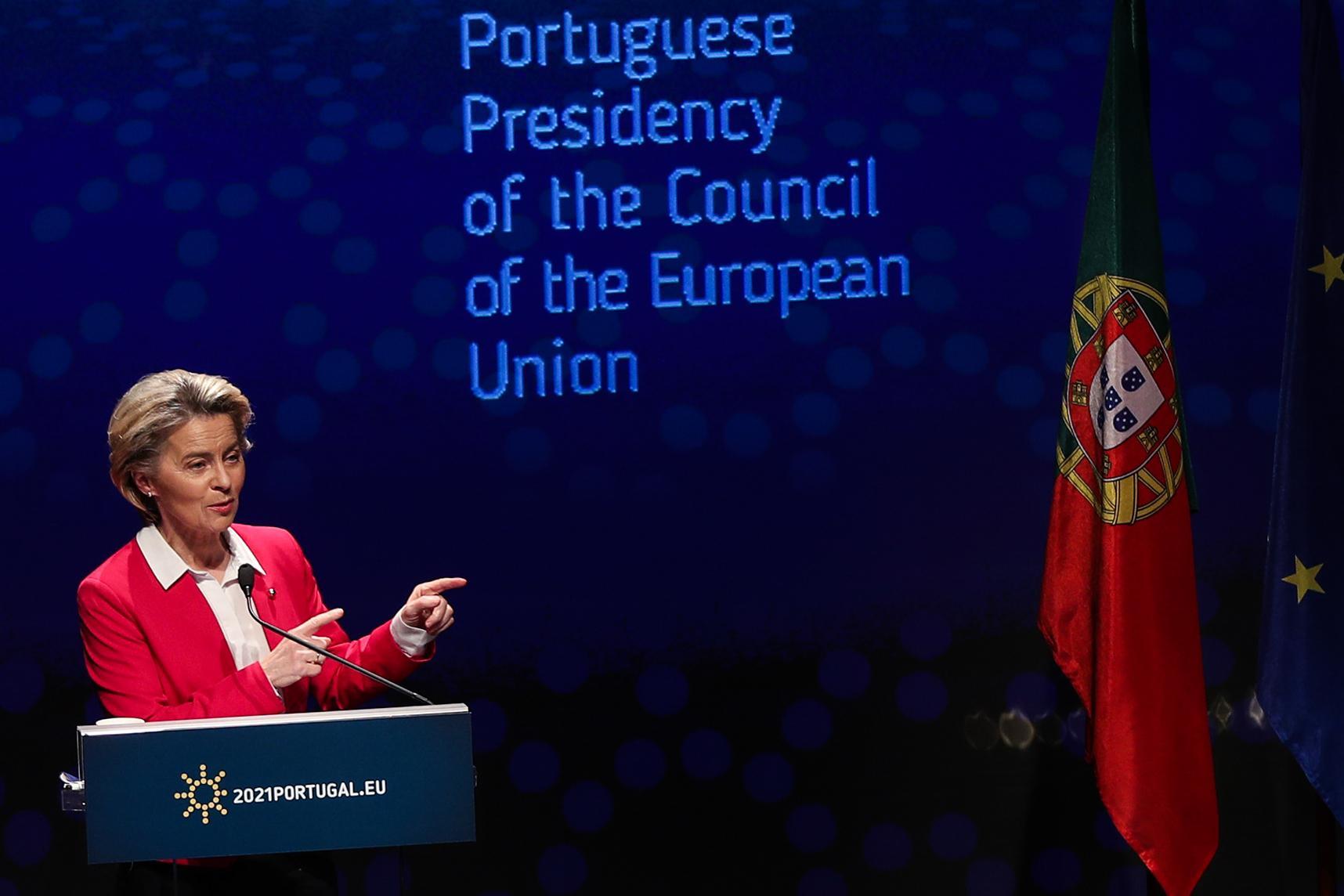 Komission puheenjotaja Ursula von der Leyen Lissabonissa kulttuurikeskus Belémissä 15. tammikuuta 2021.